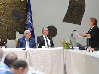 """里夫林總統主持了929項目的第27屆聖經研究小組,主題為""""舊時的複興-個人和國家復興的信念"""""""