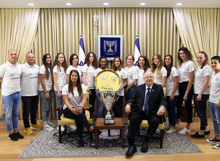 里夫林總統接見了ASA特拉維夫女子足球隊,2018/2019年度女子超級聯賽和以色列女足杯的獲勝者