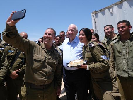 里夫林总统向所有在陆地,海洋和空中站岗的以色列国防军士兵勉勵,總統也参观了铁穹發射台