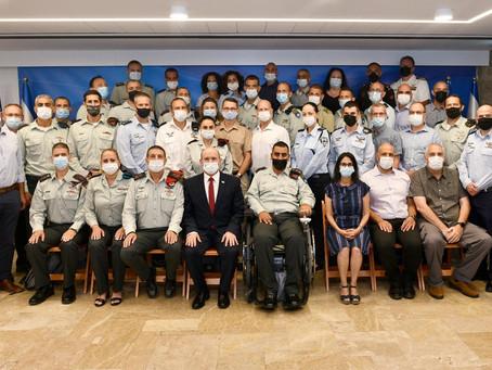 貝內特總理會見國防學院學員