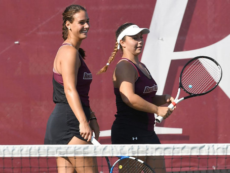 Women's Tennis remains perfect