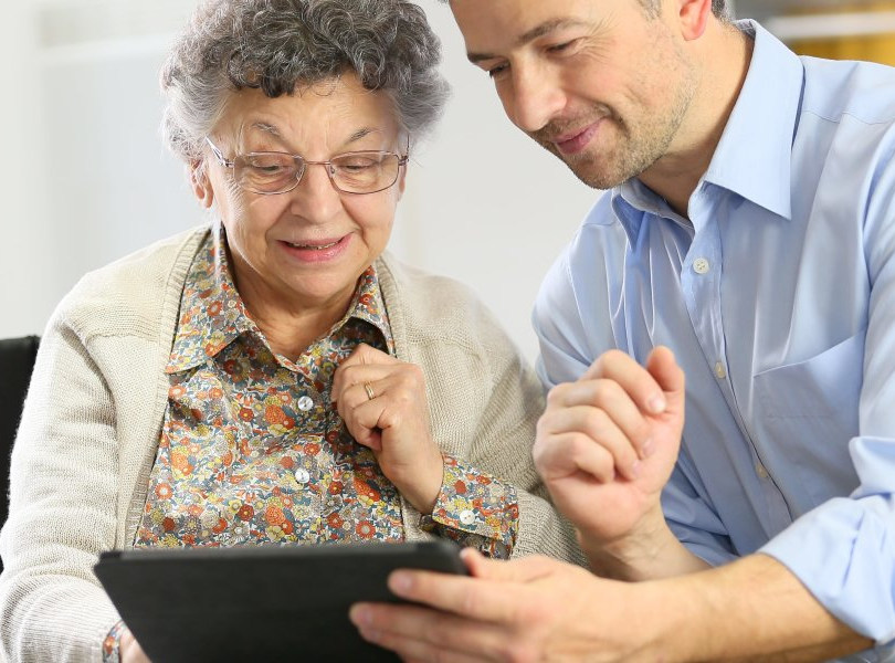 Helping_the_Elderly_Get_Connected_Techno