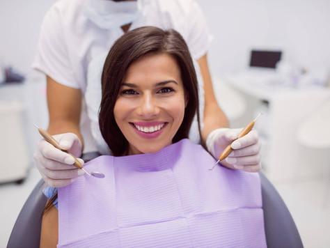 Zalecenia dentysty po wstawieniu implantów zębów