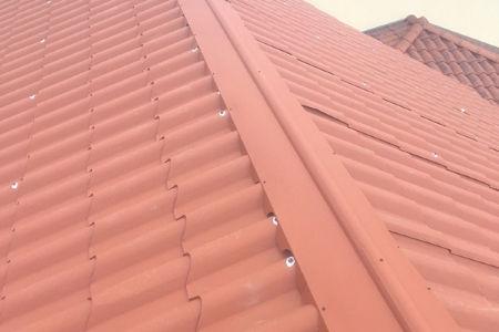 Entreprise de Couverture GUERDENER Couvreur Refection d'une toiture en tole imitation tuile à Brignais, Lyon et tout le Rhone 69