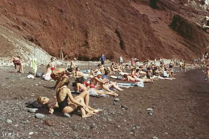VOGUE Red_Beach © Lala Serrano