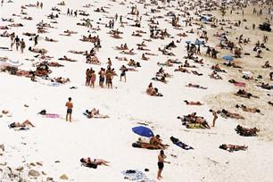 VOGUE Crowed Bondi Beach © Lala Serrano