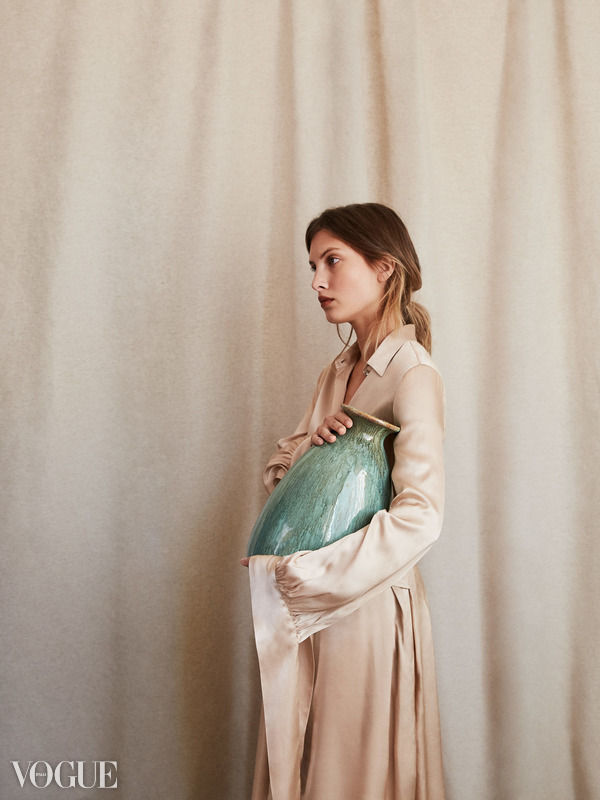 VOGUE - The vase - Lala Serrano