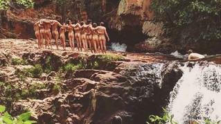 De férias, Monica Iozzi e outros atores globais posam nus na Chapada dos Veadeiros