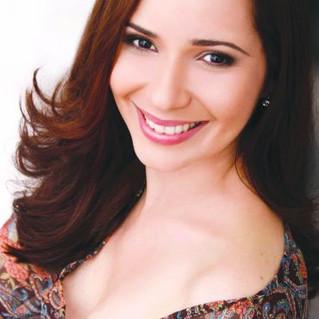 A soprano caiense Cláudia Azevedo se projeta no cenário do canto lírico brasileiro