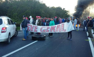 Contra reformas, protestos bloqueiam vias e paralisam transporte público