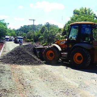 Falta muito pouco para os moradores do Chapadão Baixo se livrarem da poeira