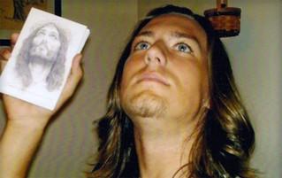 Homem gasta US$ 200 mil em cirurgias plásticas para ficar parecido com Jesus
