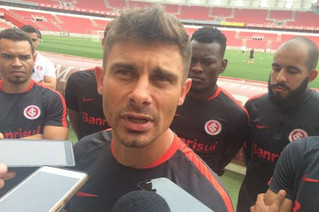 """""""Se acabar o campeonato e formos rebaixados, vamos ter que aceitar"""", diz Alex em novo pron"""