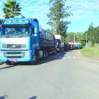 Giramundo entrega sete caminhões de materiais de construção para vítimas do forte temporal em Maratá