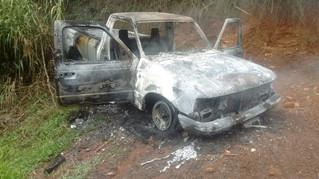 Caminhonete furtada nesta semana em Carlos Barbosa foi encontrada queimada