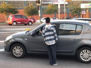 Atitude de garoto de 10 anos chama a atenção em semáforo de Caxias