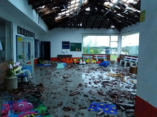 Temporal causa danos e cenário de destruição na região