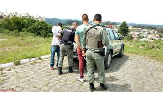 Homens são presos após assaltarem lancheria em Farroupilha