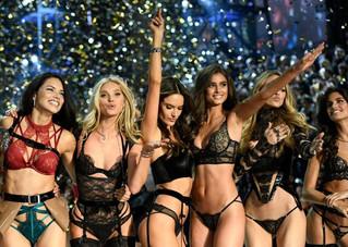 Tops brasileiras brilham em desfile da Victoria's Secret