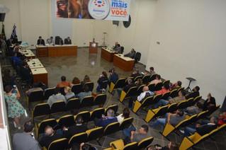 Após 19 horas de sessão, vereadores decidem pelo impeachment do prefeito de Montenegro