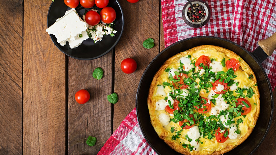 Egg Omelet with Cherry Tomatos