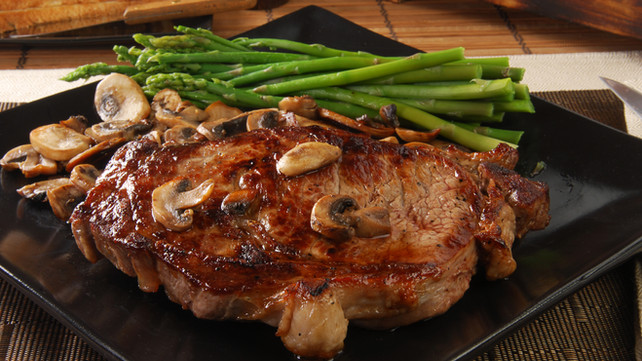 Steak with Mushrooms & Asparagus