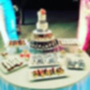 Small wedding cake, mini cupcakes, key l