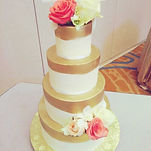 4 tier wedding cake. Top and bottom tier