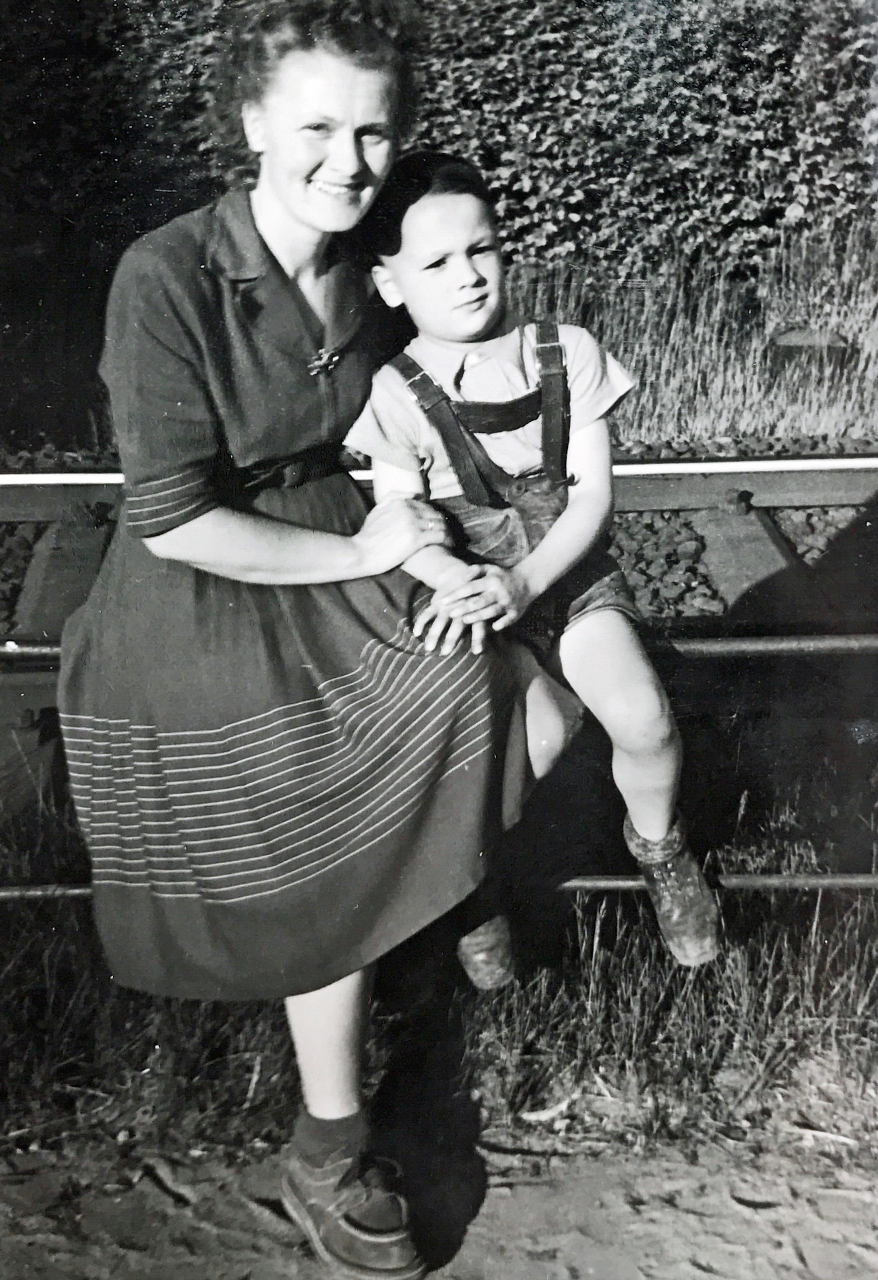 Klaus mit Mutter Meta