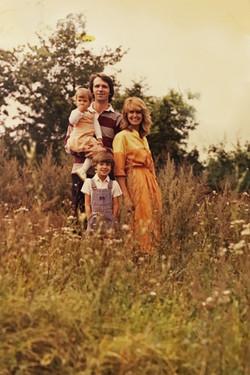 Familie grüsst Gerth-Medien Kunden