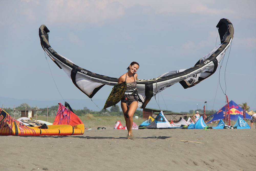 кайтсерфинг в черногории девушка.jpg