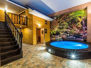 Основной зал с бассейном