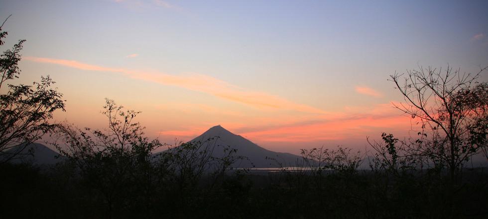 Vulkan Momotombo Nicaragua.jpg