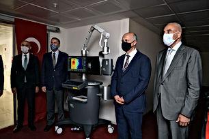 Türkiye İşveren Sendikaları Konfederasyonu (TİSK) Mikrocerrahi ve Rekonstrüksiyon Vakfı, Mersin Üniversitesi'ne mikrocerrahi uygulamalarında kullanılan, SPY Floresans cihazı bağışladı. TİSK Mikrocerrahi ve Rekonstrüksiyon Vakfı bugüne kadar gerçekleştirdiği tıbbi cihaz bağışları ile pek çok hastaya fayda sağladı.