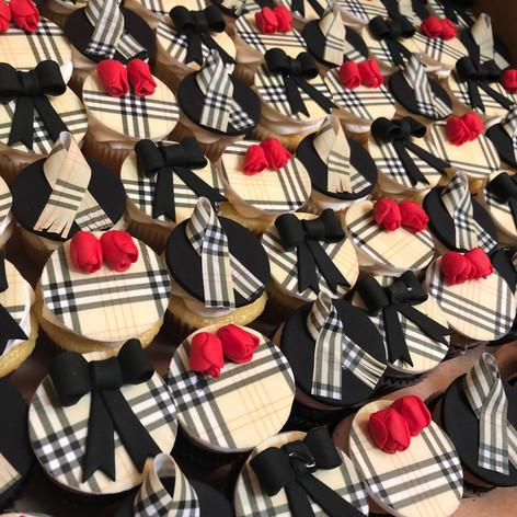 Mini BUebery Cupcakes