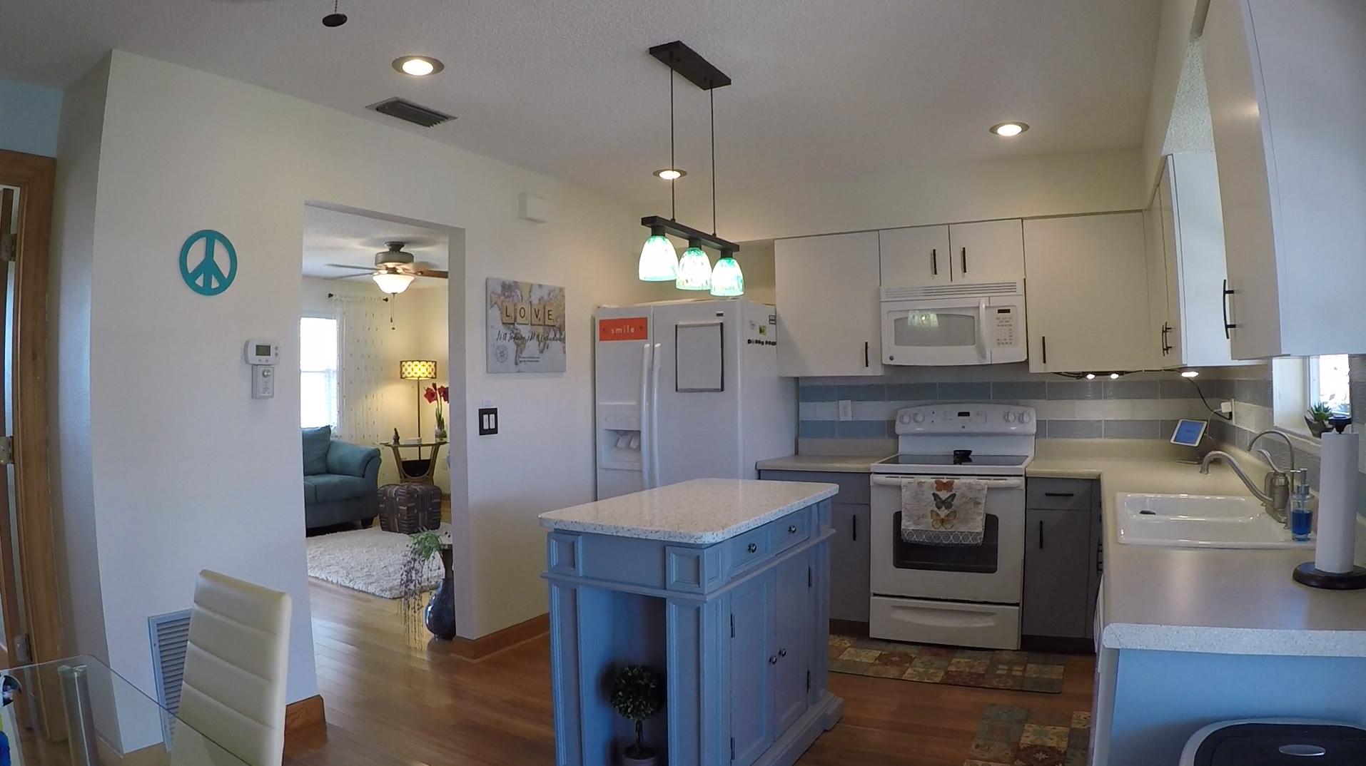 1207 Falcon Road kitchen