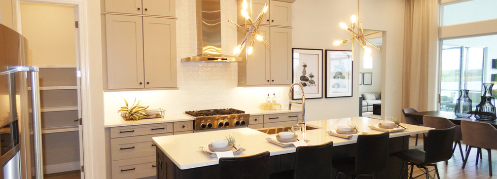 Open plan kitchen and island in Cardel H