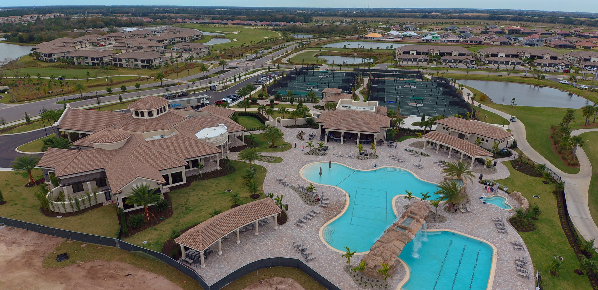 Lakewood National pool and clubhouse