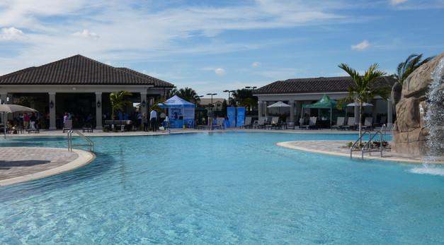Lakewood National pool and bar