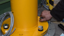 Torsit plaatst twee kolomzwenkkranen bij Krohne Nederland B.V.