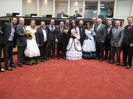 ALESC: Barra Velha agradece título e divulga Festa Nacional do Pirão
