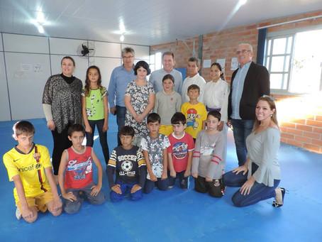 Deputado estadual Valmir Comin visita obra do CRAS em Barra Velha