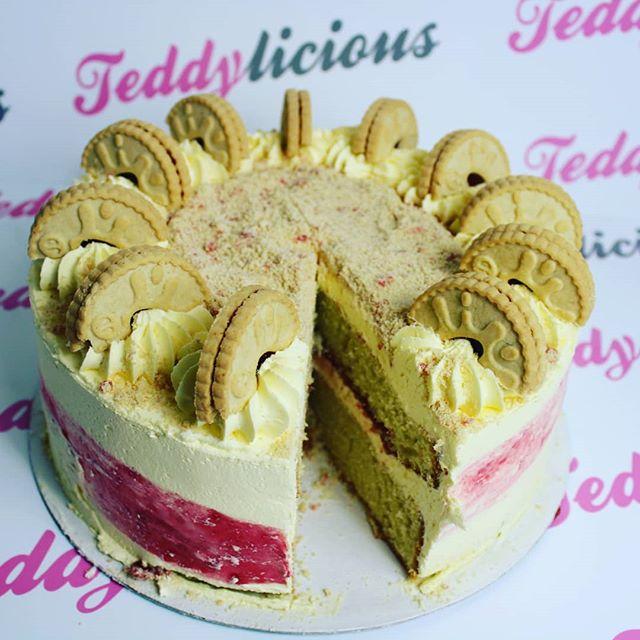 Jammie Dodger Cake