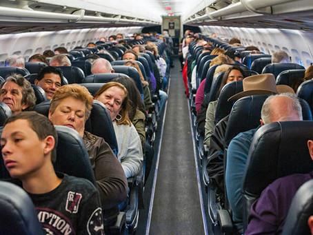 Companhia aérea terá que indenizar passageiro por falta de assentos em voo