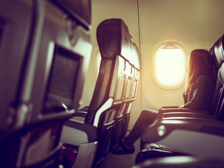 Companhia aérea deve indenizar passageiro após criar obstáculos para embarque especial