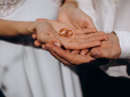 Loja é condenada a indenizar casal por não entregar aliança até o dia do casamento