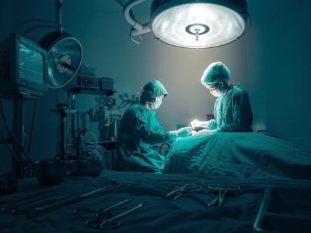 Justiça garante indenização à mulher que teve gaze esquecida durante cirurgia