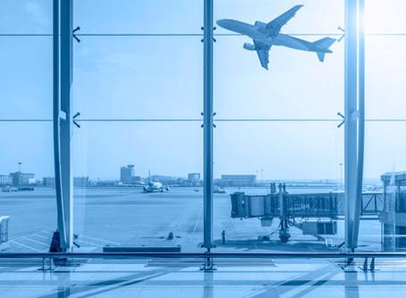 Companhia aérea deve indenizar consumidora por alteração de voo