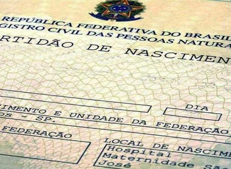 Adolescente de 15 anos ganha nome de segundo pai em sua certidão de nascimento