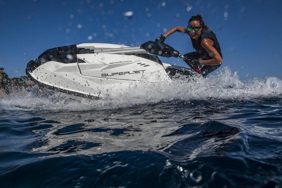 2021-Yamaha-SJ1050-EU-White-Action-001-0